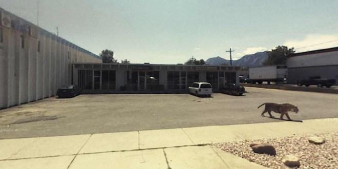 3081 Valmont Road, Boulder, Colorado, United States (2012) de Jon Rafman. L'œuvre émerge de très longues heures de recherche sur Google Street View.