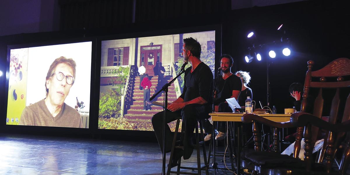 Daniel Bélanger de la compagnie de danse Code universel et Jérémie Bernaert de la compagnie HVDZ lors du spectacle Les Veillées à Beauport à l'automne 2014. Photo Maggie Deléglise.