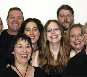 Des membres de la troupe-école Les Merveilleuses Têtes Heureuses. Photo COURTOISIE