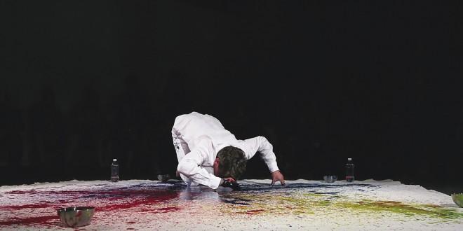 Performance de Daniel Häller. Photo Patrick Altman