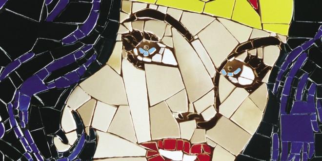 Wonder woman. Mosaïque réalisée par l'artiste Marie Claude Sénécal [MCZAÏK] de Québec.