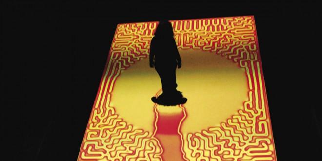 Healing Pool, 2008 Installation vidéo interactive à six canaux, 30 x 20 pieds. Matériel utilisé : ordinateurs, six projecteurs vidéo, trois caméras vidéo, logiciel personnalisé, plancher de vinyle Brian Knep (É.-U.) www.blep.com