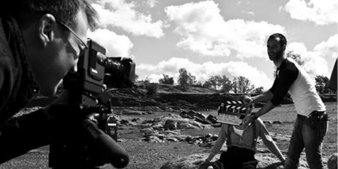 Tournage du film La Rose Noire du réalisateur Patrick Faucher. À la caméra, Pascal Alain; à la clap, Thierry Bouffard et Nicola-Frank Vachon, comédien. Photo Elias DJEMIL