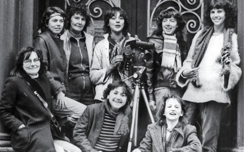 Équipe de Vidéo Femmes, 1980 : Lise Bonenfant, Lynda Roy, Hélène Roy, Michèle Pérusse, Louise Giguère, Nicole Giguère, Françoise Dugré, Lucie Godbout. Courtoisie Vidéo Femmes. Courtoisie Vidéo Femmes