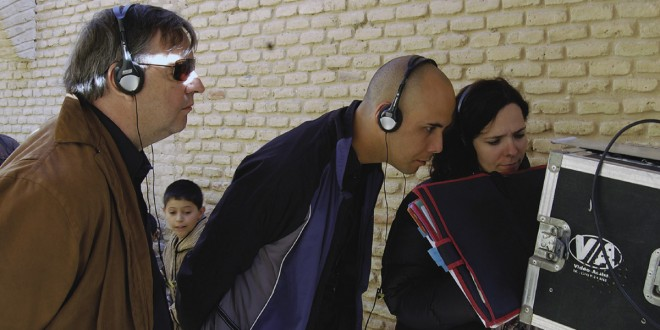 Yves Fortin, producteur, Kim Nguyen, réalisateur, Sophie Boyer, scripte, lors du tournage de La cité des ombres. Photo gracieuseté de Productions Thalie