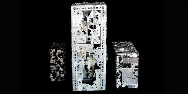 Quelques pièces de l'installation Cités intérieures qui étaient présentées à la Maison de la culture Côte-des-Neiges (Montréal) dans le cadre de l'exposition collective Le monde en chantier: Architectures fictives..., du 20 juin au 30 août 2015. Photo Maude DEMERS
