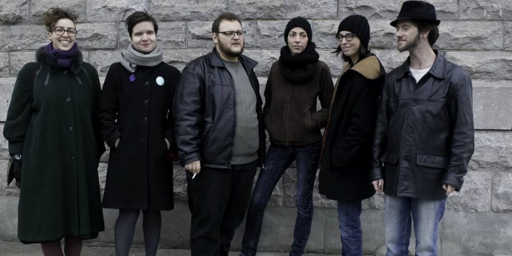 De gauche à droite : Juliane Charbonneau, Alix Paré-Vallerand, Simon Douville, Manon Richard, Lux, et Sébastien Émond.