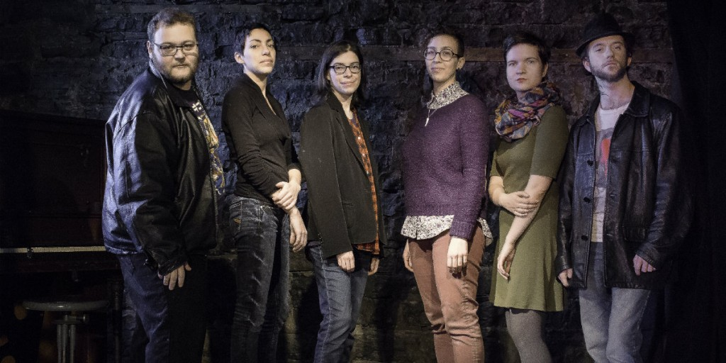 De gauche à droite : Simon Douville, Manon Richard, Lux, Juliane Charbonneau. Alix Paré-Vallerand et Sébastien Émond. (Absents de la photo : Anaël Turcotte et Geneviève Morin)