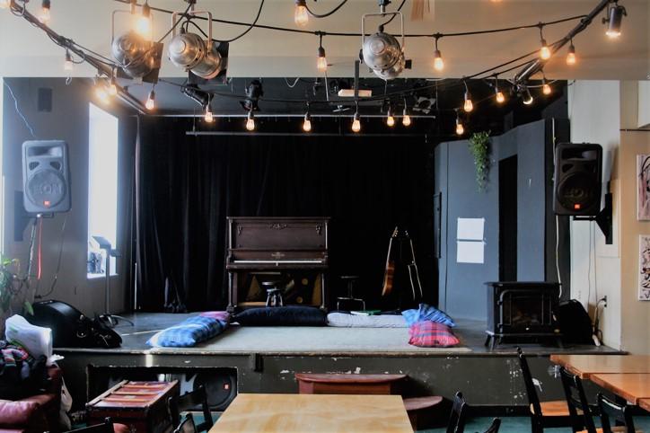 La salle du Tam Tam attend les artistes lundi prochain. Crédits photos Rosalie Lemire