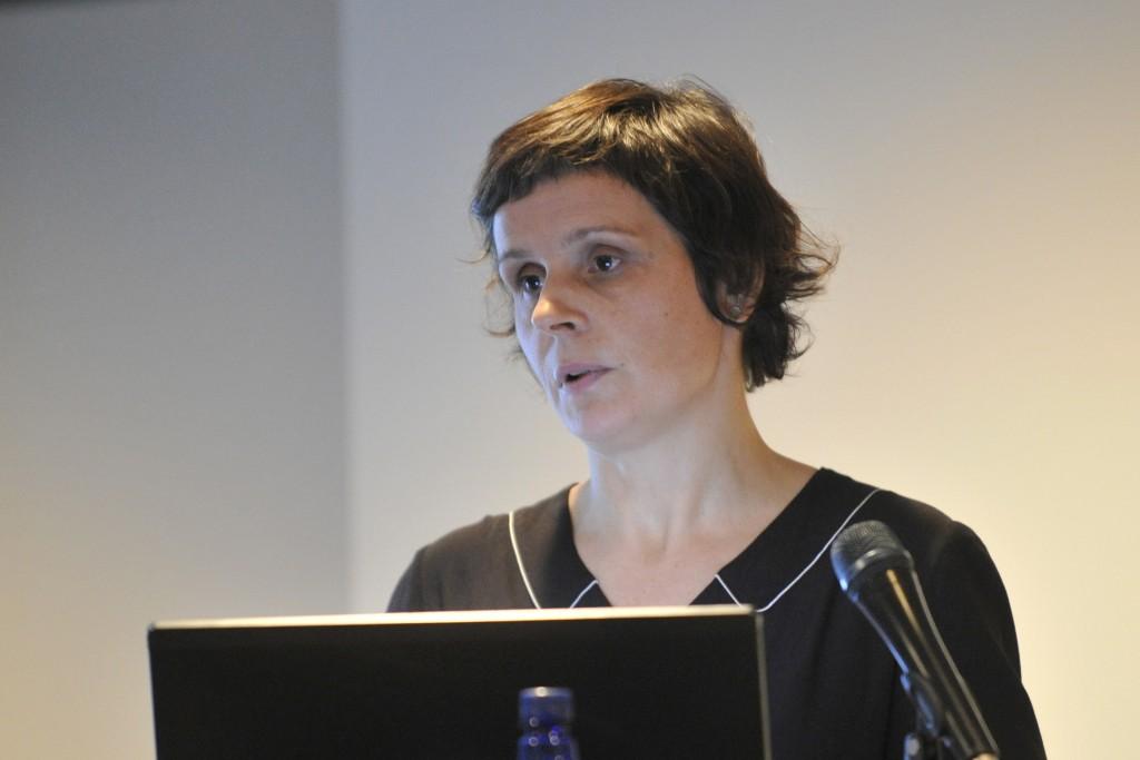 Rozenn Chambard, secrétaire générale de l'Opéra de Rennes, retraçait les différentes réalisations portées par une politique d'ouverture des publics qui a fait ses preuves. Photo de Louise Leblanc.