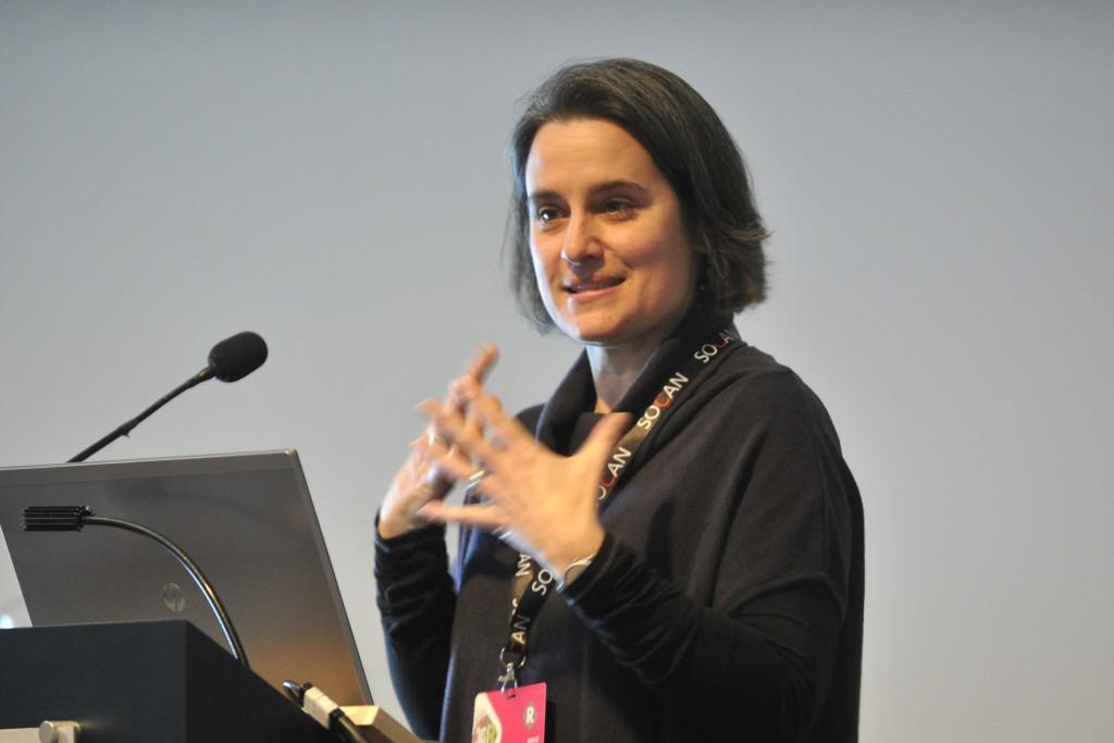 Annie Provencher, directrice des affaires réglementaires et de la recherche à l'ADISQ, lors de sa présentation du guide de mise en marché de la musique québécoise francophone (MQF). Photo de Louise Leblanc.